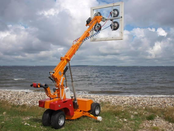Talk about the weather: Outdoor workplace safety for mini crawler cranes & glass lifting machines.